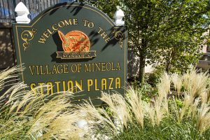 Welcome to Mineola sign
